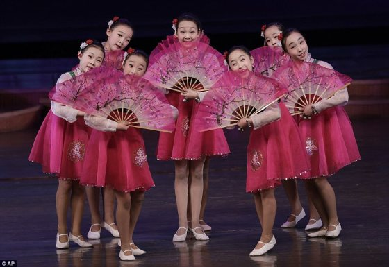 3F3F0C5200000578-0-North_Korean_schoolgirls_perform_at_the_Mangyongdae_Children_s_P-a-11_1492181772390