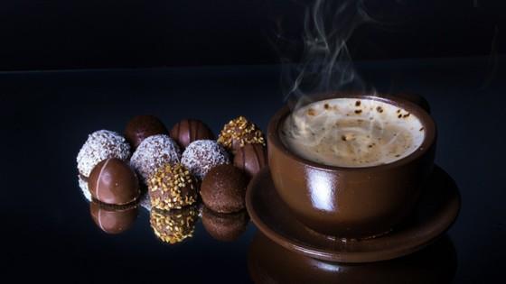 Un grupo internacional de científicos realizó una investigación para estudiar la relación entre el consumo regular de chocolate y la salud cardiaca del corazón que arrojó unas conclusiones inesperadas.